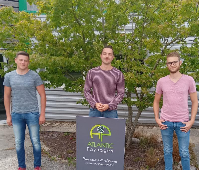 3 apprentis ingénieurs ITIAPE en mission chez Atlantic Paysages